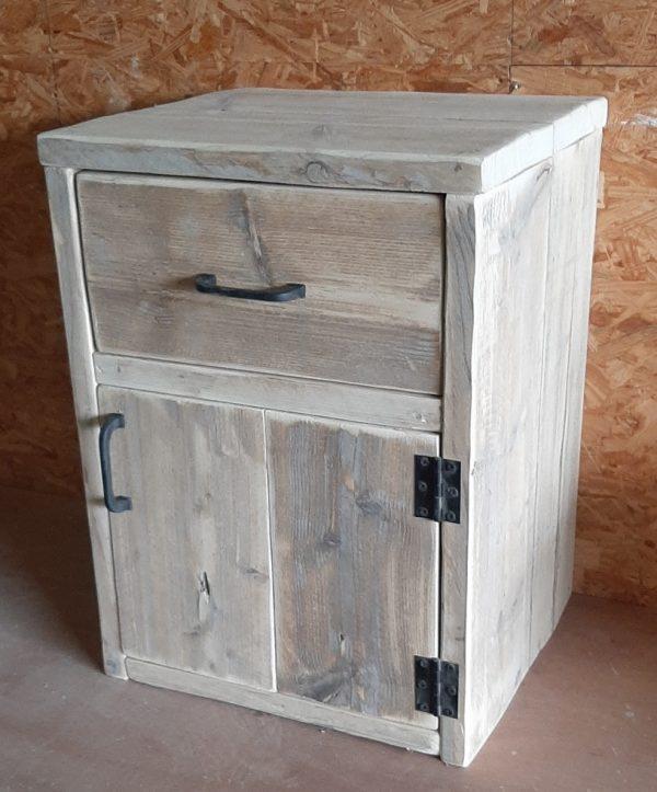 Nachtkastjes van steigerhout la en deur